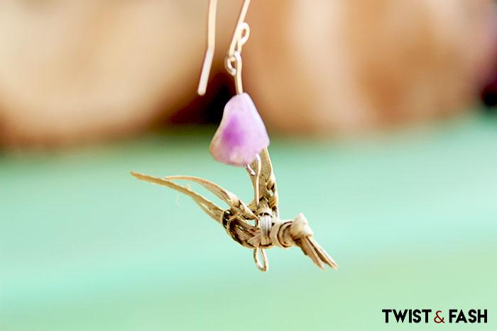 Bird earring made of palma de coco. Arete de ave hecho del palma de coco